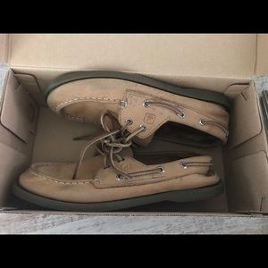 Sperry Shoes - Boys Sperry size 4.5